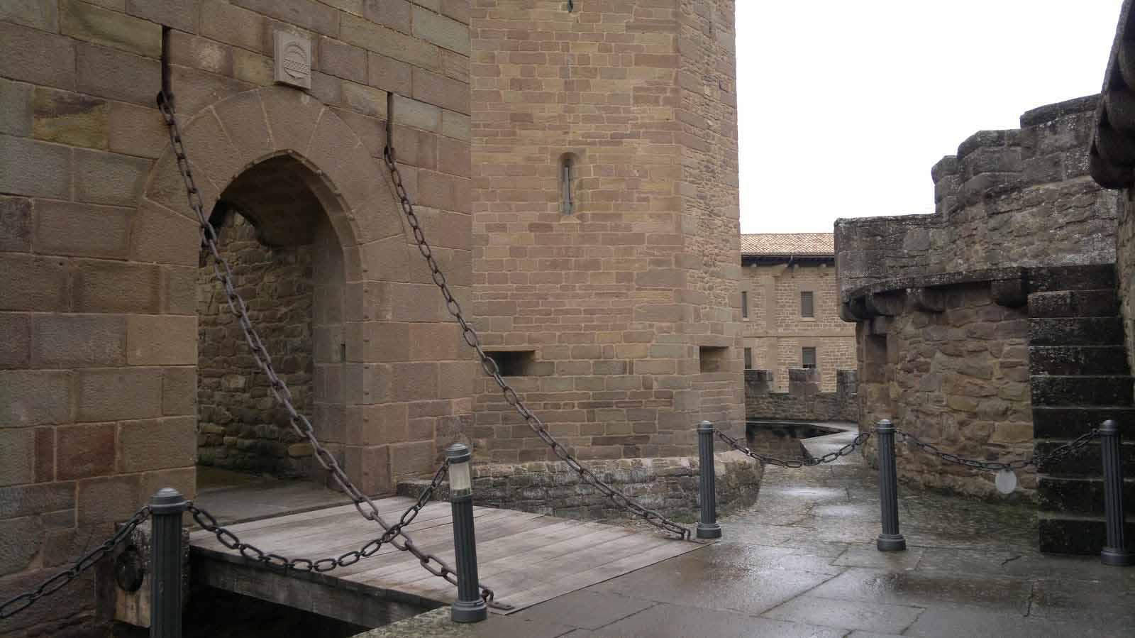 castillo-de-javier-puente-levadizo