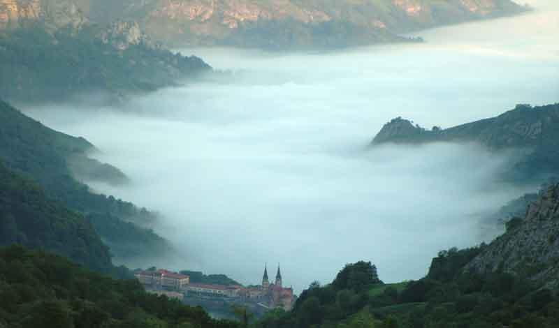 ermita-de-covadonga-niebla