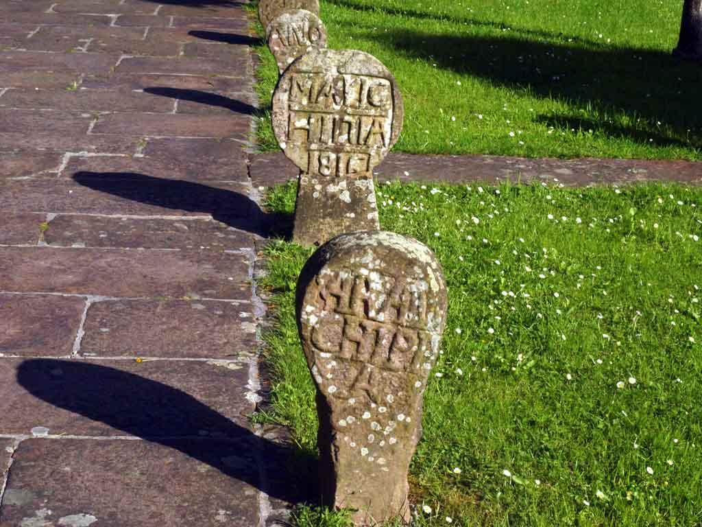 Estelas funerarias en Etxalar