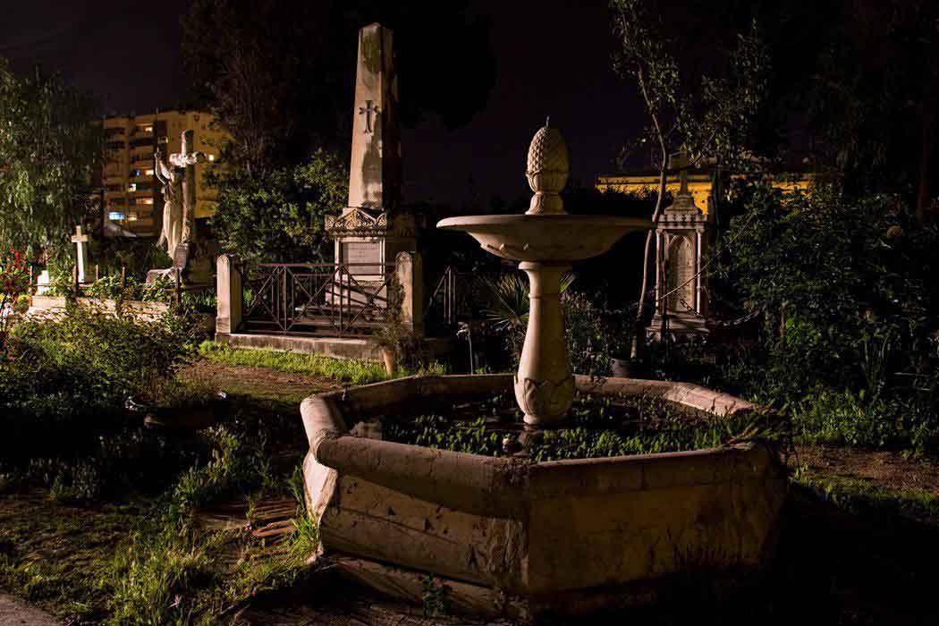 Cementerio Inglés de Málaga a la luz de la luna