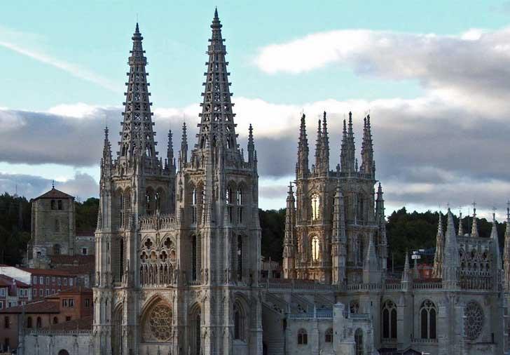 catedral-burgos-LAS AGUJAS DE LA FACHADA PRINCIPAL