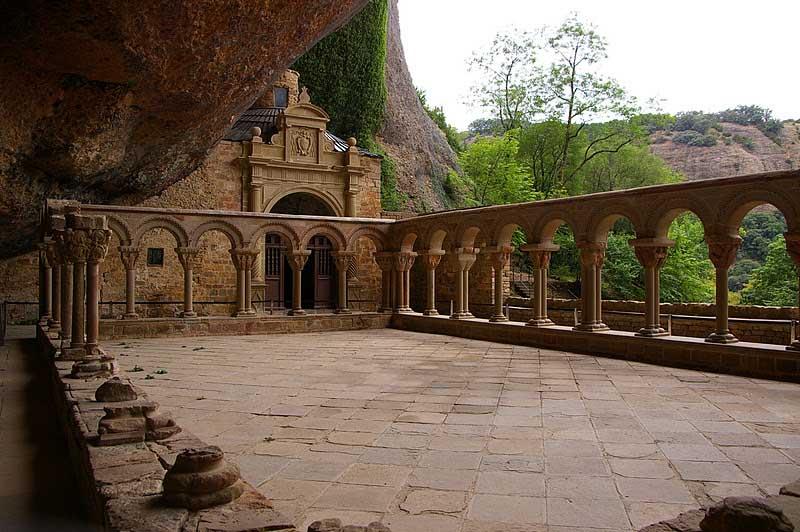 claustro exterior de san juan de la peña