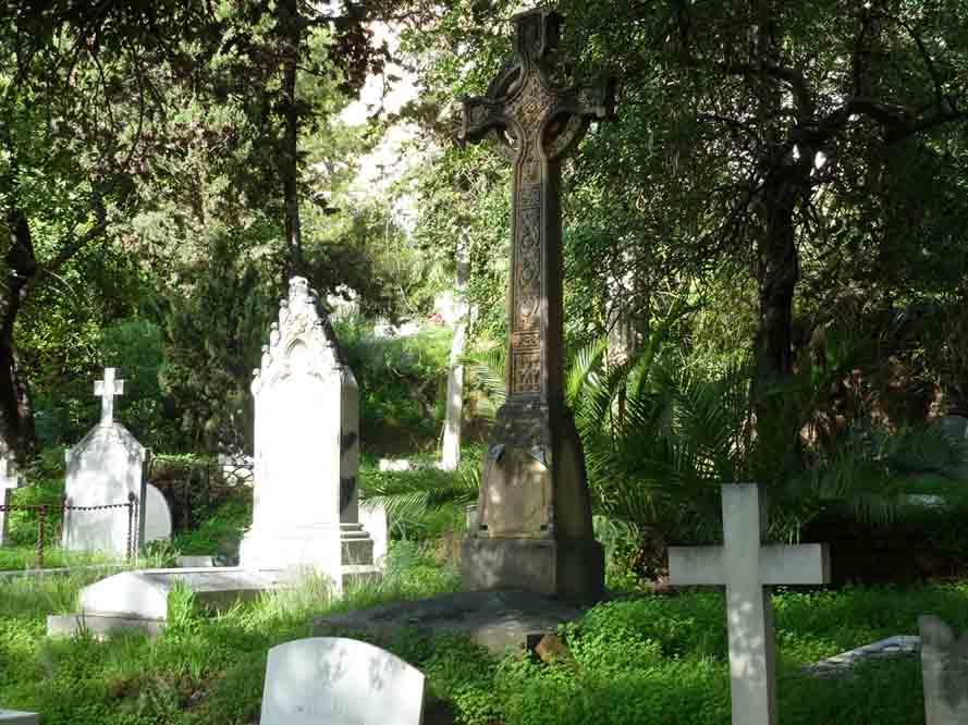 El cementerio ingl s ruta de cementerios espa oles con for Cementerio jardin del mar