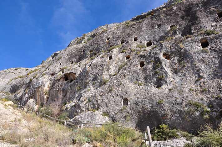 cueva-de-los-moros