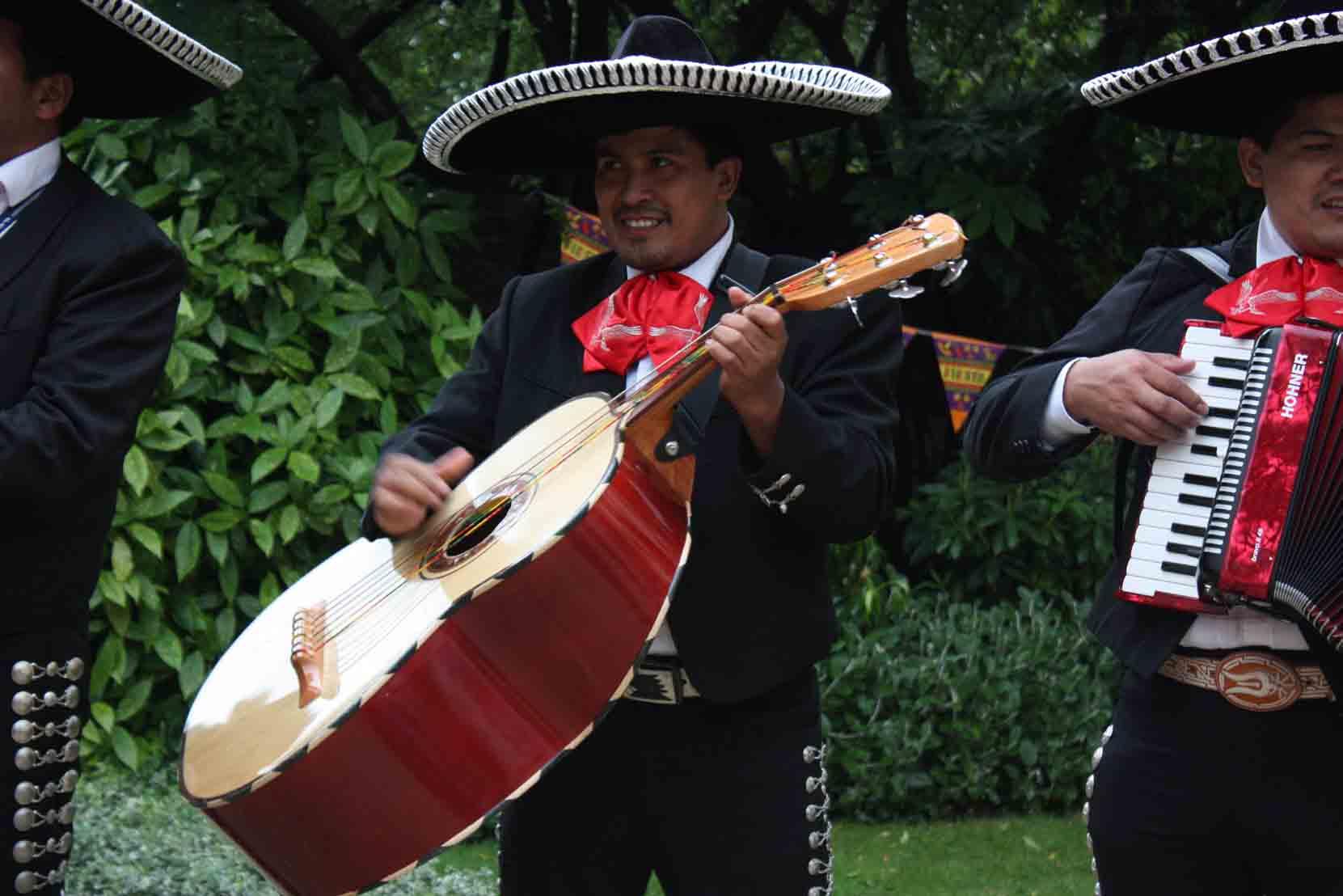 Guitarron mariachis