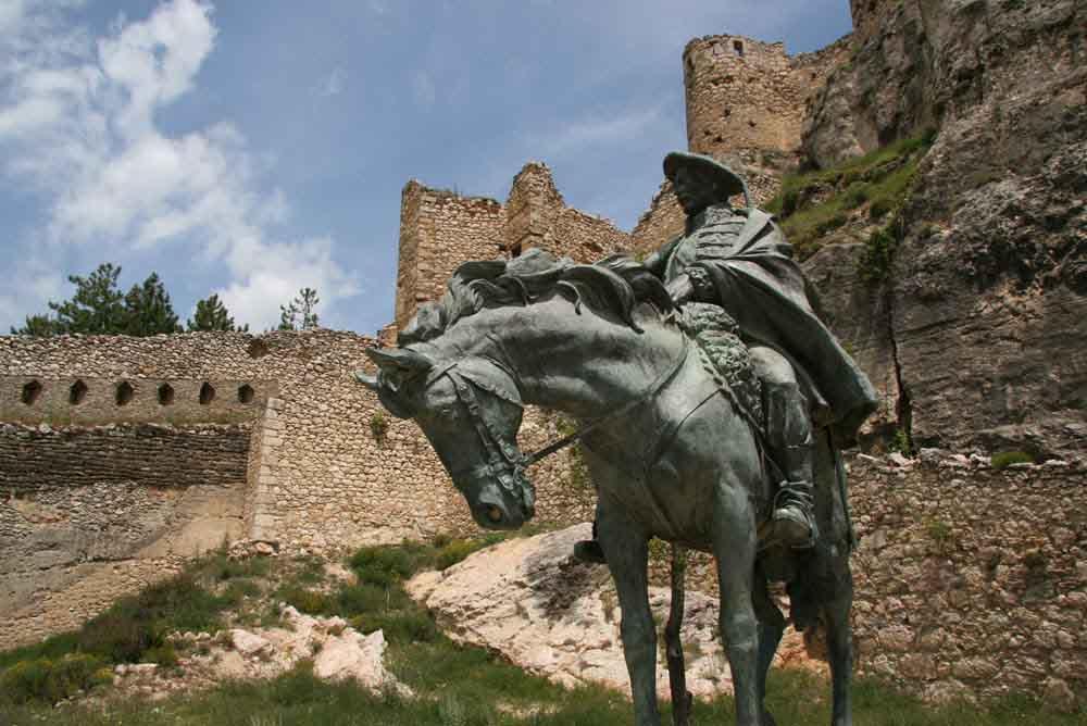 general-cabrera monumento en el castillo de morella