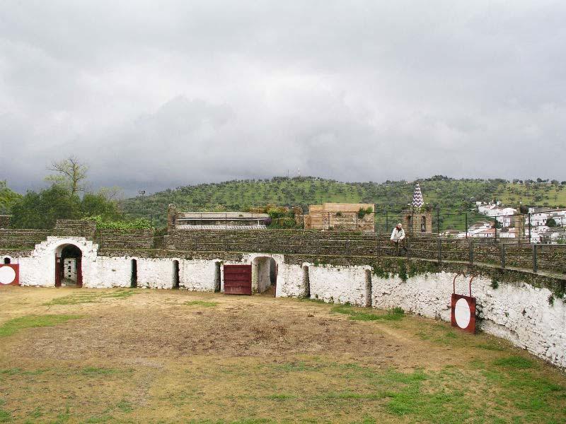 Aroche_plaza-toros-castillo
