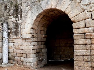 Merida-Teatro-Romano-puerta-acceso