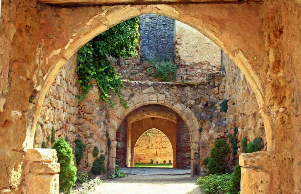 castillo-de-pedraza-interior