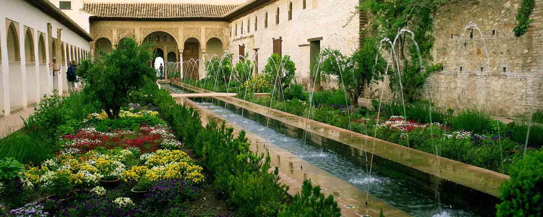 Alhambra de granada maravillas de espa a por sole for Jardines de gomerez granada