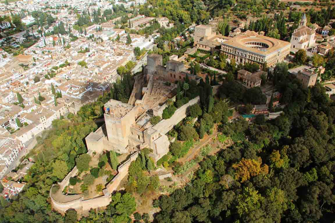 la-alhambra-de-granada-vista-aerea