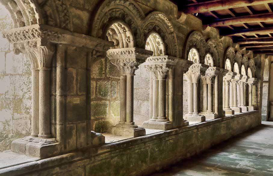Santa-María-del-Sar-Compostela-claustro
