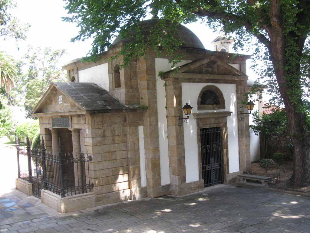 Cementerio de san amaro ruta de cementerios espa oles con for Cementerio parque jardin la puerta