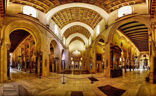 Mezquita-de-Cordoba-interior