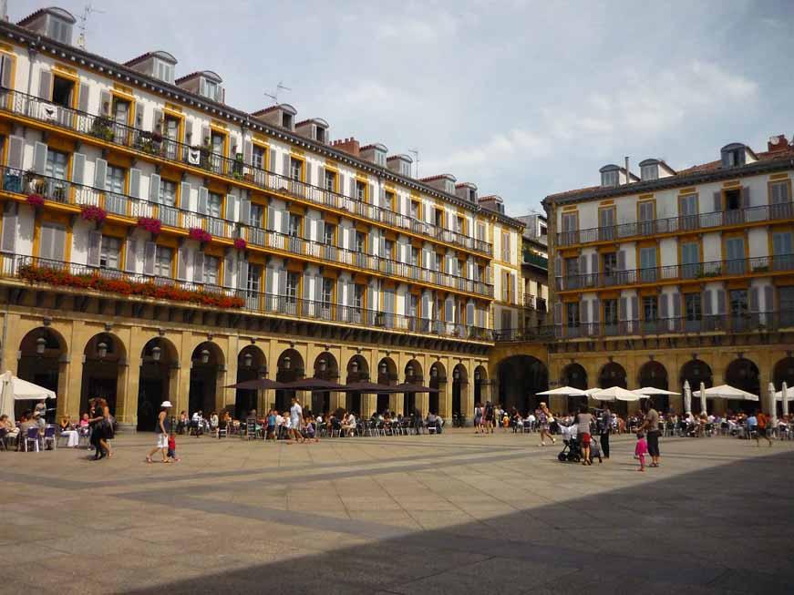 plaza-constitucion-parte-vieja-san-sebastian