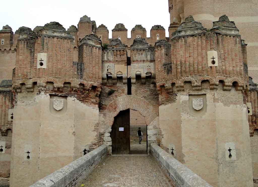 castillo-de-coca-entrada