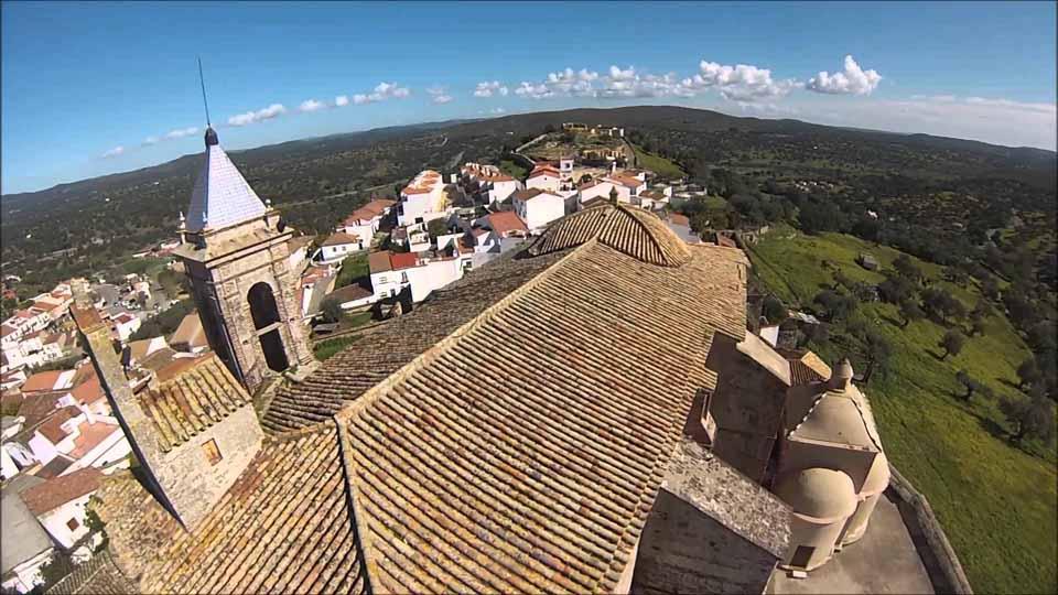 castillo-de-las-guardas-vista-aerea-iglesia